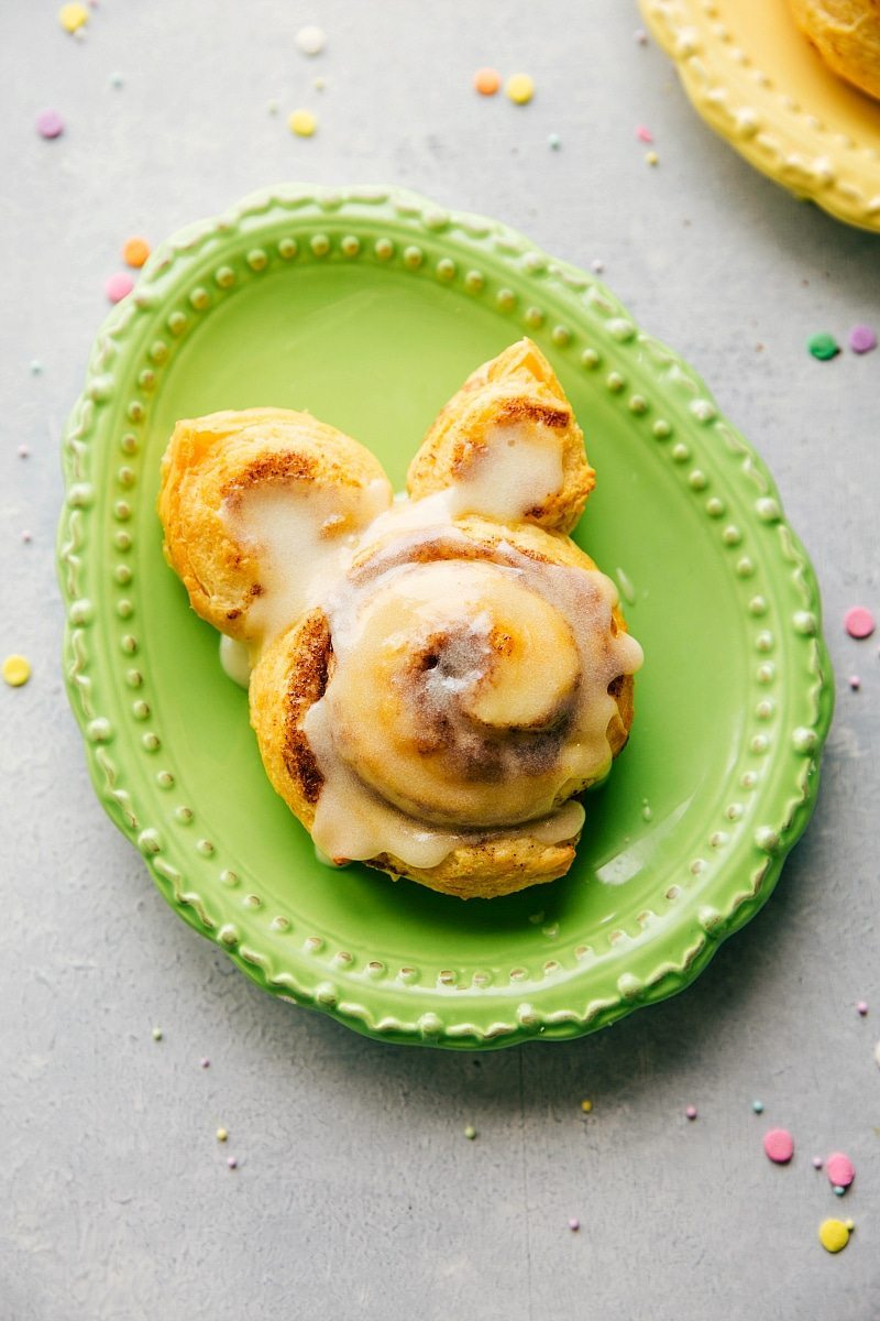 4 Simple Easter Treats that require little effort & time and few ingredients -- Bunny Bum Cookies, Easter Bunny Cinnamon Rolls, Easter Egg Nests, and Mini Egg Petit Fours. via chelseasmessyapron.com