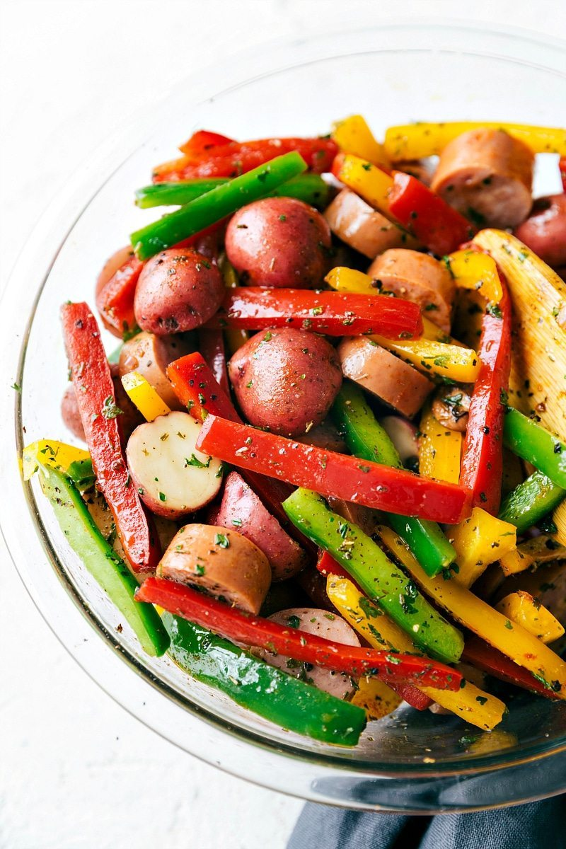 EASY TIN FOIL ITALIAN SAUSAGE AND VEGGIES!!! A great outdoor grill or camping recipe. PLUS instructions to cook this in the stove and without foil! Foil pack Italian sausage and veggies from chelseasmessyapron.com