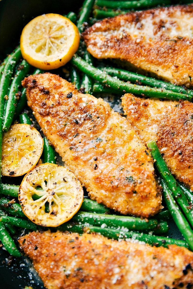 One Skillet Lemon Parmesan Chicken and Veggies I ONE SKILLET LEMON PARMESAN CHICKEN I ONE SKILLET easy lemon parmesan chicken and veggies! Delicious and quick to make; 30-minute meal with little clean-up! via chelseasmessyapron.com