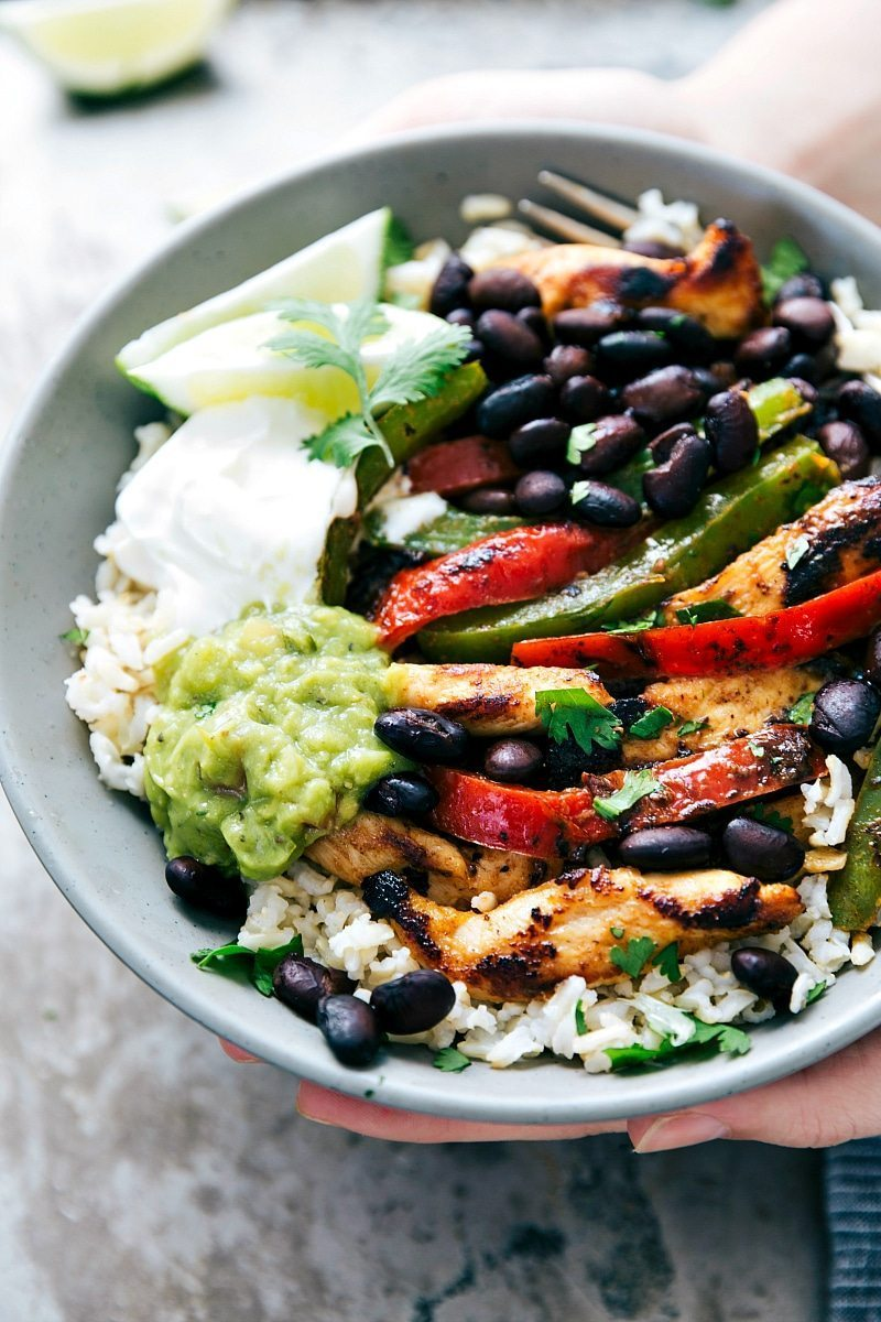 """EASY and FAST Chicken Fajita Bowls I Super simple, tasty, and healthier Chicken Fajita Bowls. Start your bowl with rice, top it with chicken """"fajitas,"""" and finish it with your favorite fajita toppings. I via chelseasmessyapron.com"""