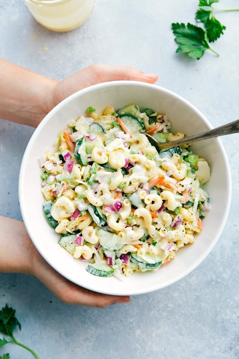 MACARONI COLESLAW SALAD I Two amazing summer side-dishes collide into one insanely tasty Macaroni Coleslaw Salad! Perfect for a potluck or summer get-together! I chelseasmessyapron.com