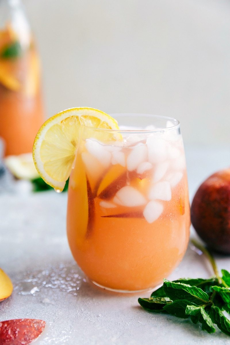Only 44 calories for a glass of this mega-refreshing and delicious PEACH LEMONADE! via chelseasmessyapron.com