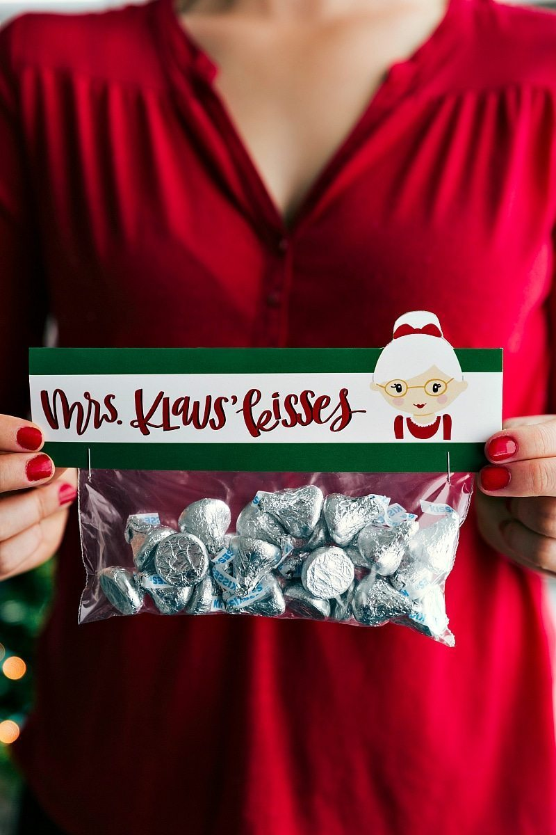 MRS. KLAUS KISSES | CHRISTMAS GIFTS AND FREE PRINTABLES | 6 of the easiest Christmas gifts ever! These candies/treats are put in a snack-size ziplock bag and you can staple on the FREE printable bag toppers! chelseasmessyapron.com