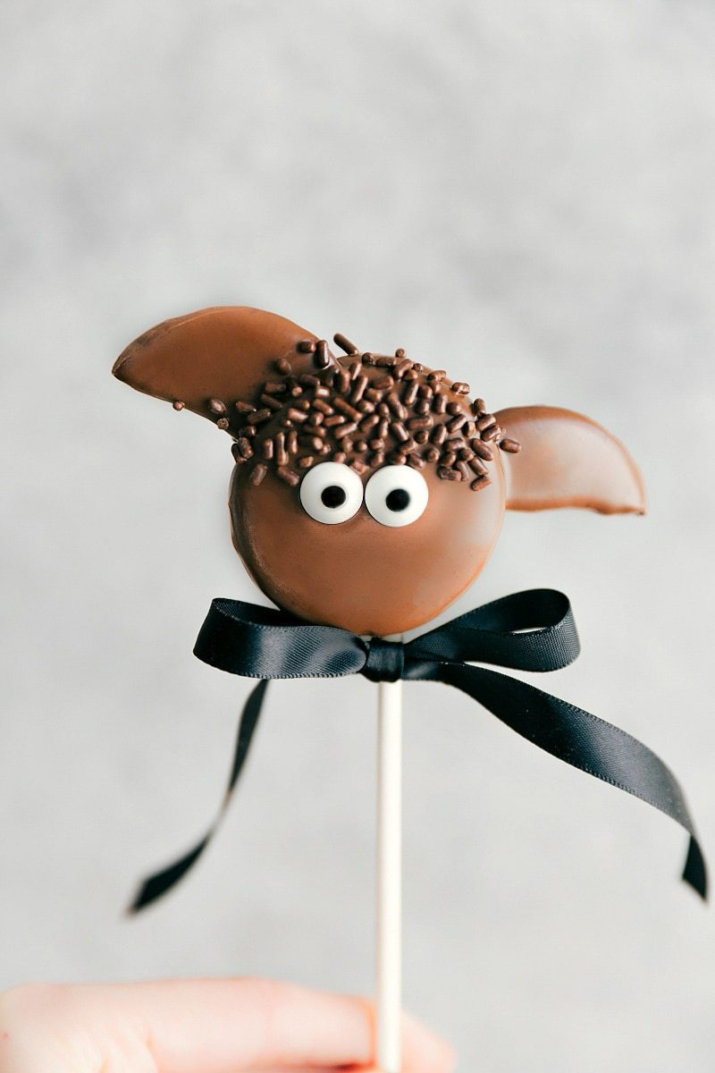 Simple Oreo Pops decorated for Halloween -- Bat Oreo Pops, Pumpkin Oreo Pops, Mummy Oreo Pops, and Eyeball Oreo Pops I chelseasmessyapron.com