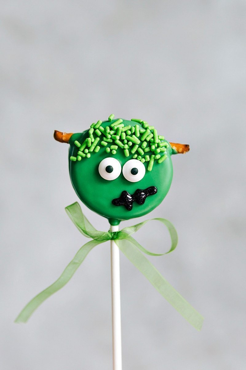 FRANKENSTEIN OREO POPS! Simple Oreo Pops decorated for Halloween -- Spider Oreo Pops, Skeleton Oreo Pops, Frankenstein Oreo Pops, and Monster Oreo Pops I chelseasmessyapron.com