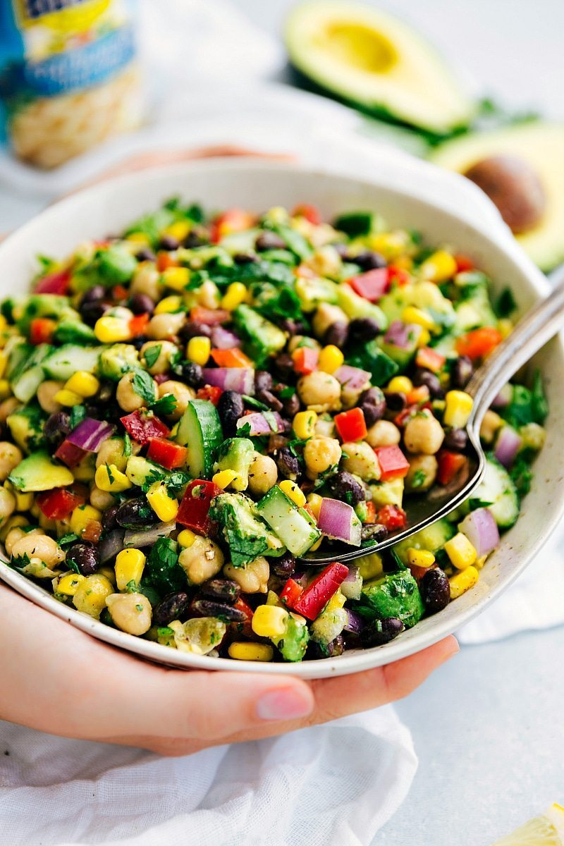 The BEST EVER Italian Chickpea Salad packed with veggies and the best Italian dressing ever!! Recipe: chelseasmessyapron.com