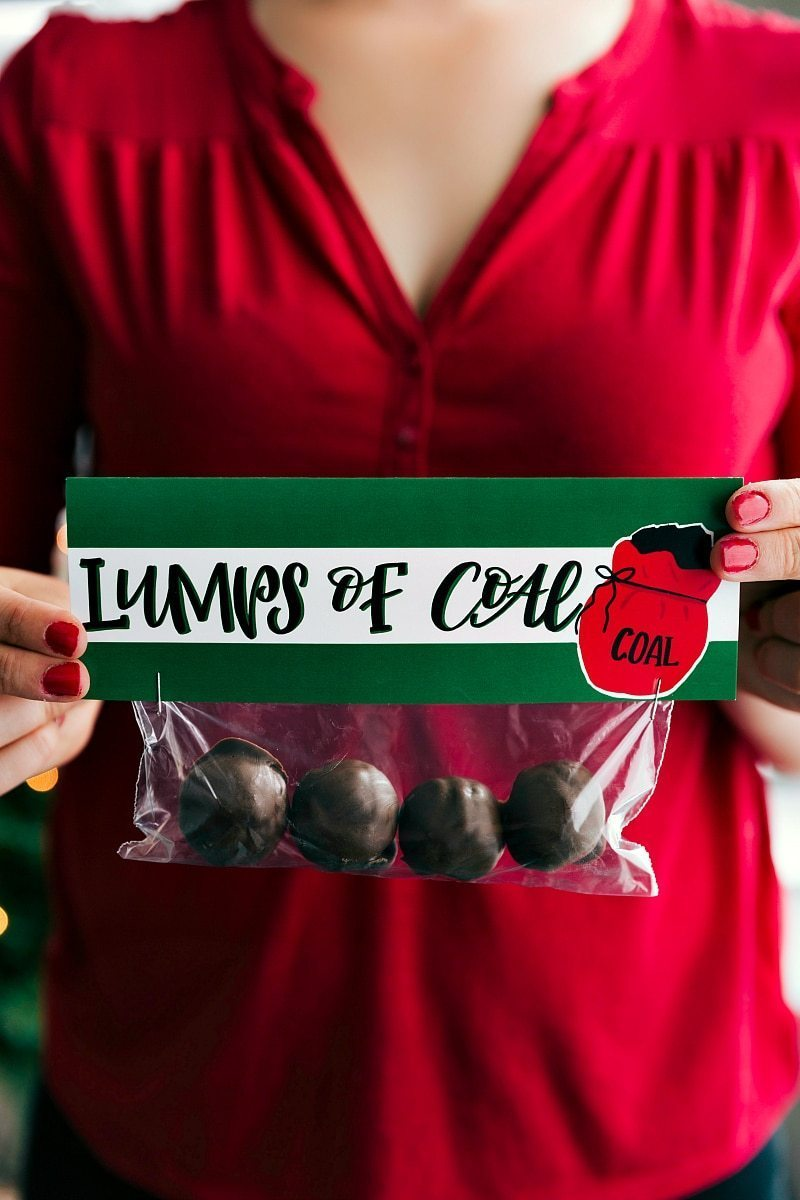 LUMPS OF COAL | CHRISTMAS GIFTS AND FREE PRINTABLES | 6 of the easiest Christmas gifts ever! These candies/treats are put in a snack-size ziplock bag and you can staple on the FREE printable bag toppers! chelseasmessyapron.com