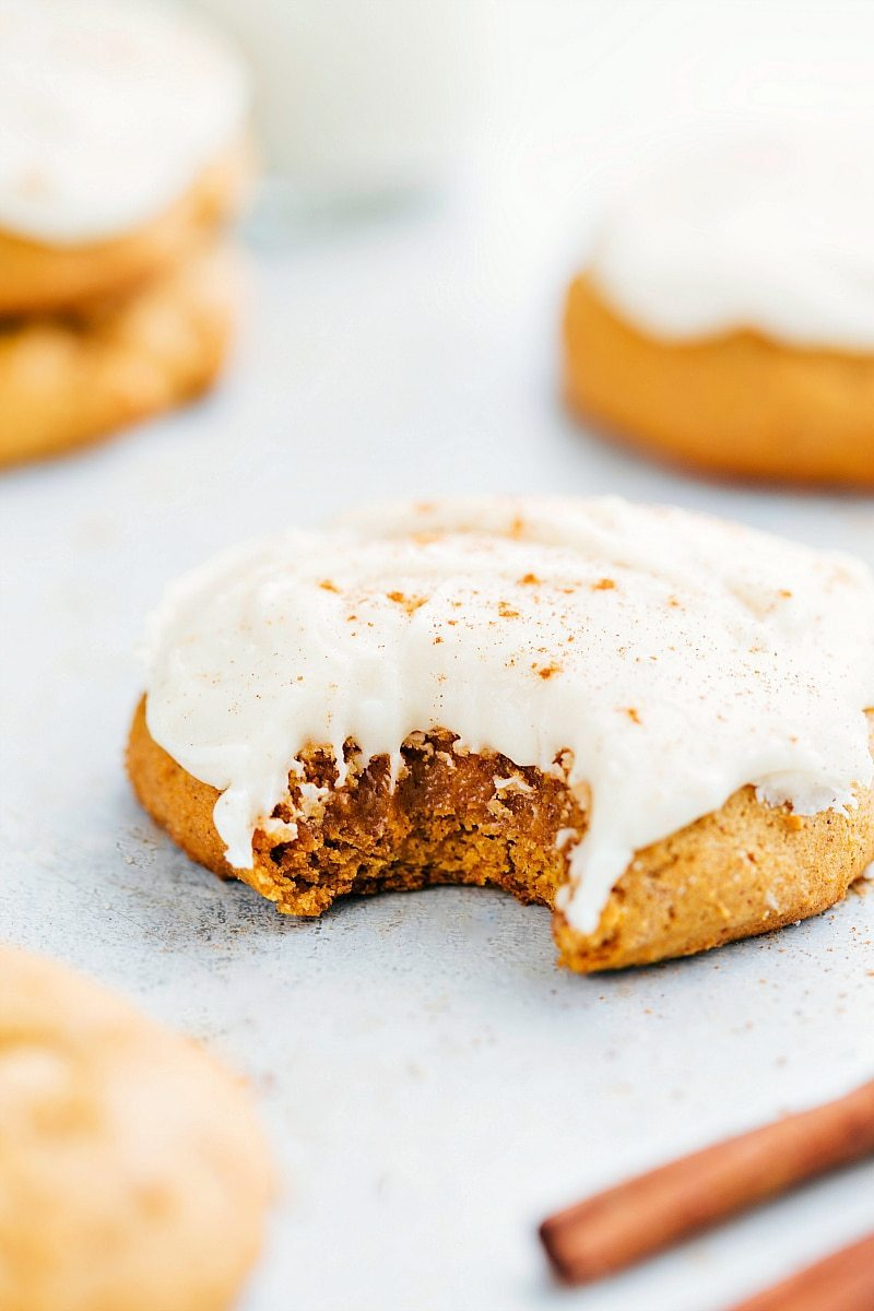 The BEST bakery-style soft-baked pumpkin cookies with cream cheese frosting! I via chelseasmessyapron.com