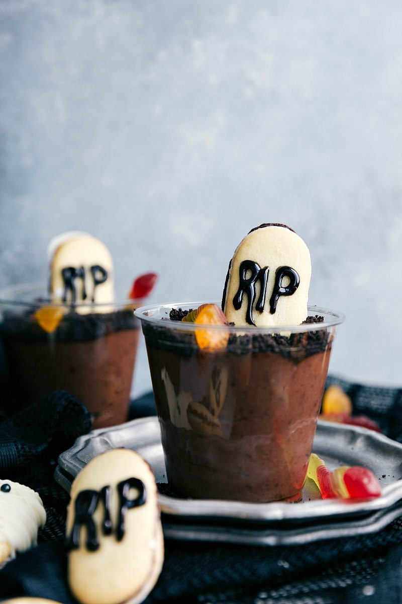 GRAVEYARD PUDDING CUPS | 5 super easy Halloween treats -- mummy cookies, graveyard pudding cups, Frankenstein krispies, pumpkin krispies, and double-sided Halloween sandwich cookies  I chelseasmessyapron.com
