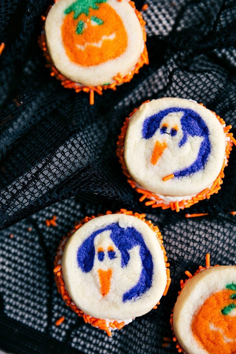 DOUBLE SIDED HALLOWEEN COOKIES | 5 super easy Halloween treats -- mummy cookies, graveyard pudding cups, Frankenstein krispies, pumpkin krispies, and double-sided Halloween sandwich cookies  I chelseasmessyapron.com