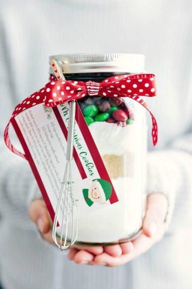 Mason Jar Gift: M&M Christmas Cookies (Free Printable)