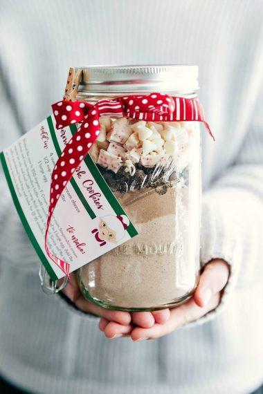 Mason Jar Gift: Peppermint Bark Cookies (Free Printable)