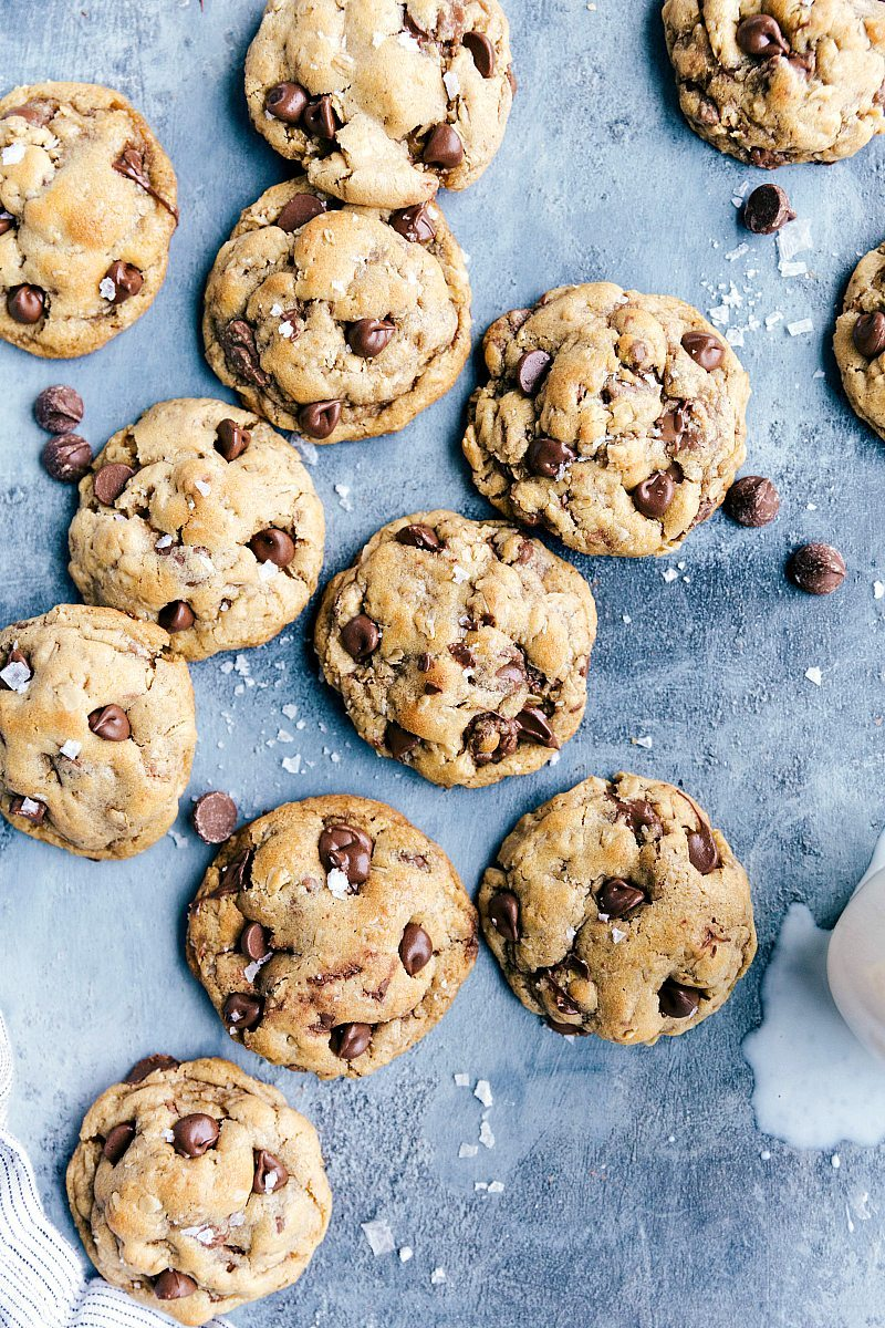 The ultimate BEST EVER browned butter chocolate chip cookies! Everyone goes CRAZY for these! Recipe via chelseasmessyapron.com | #browned #butter #chocolate #chip #cookies #best #dessert #treat #easy #oat #oatmeal #chocolatechips #mixer #seasalt #salt
