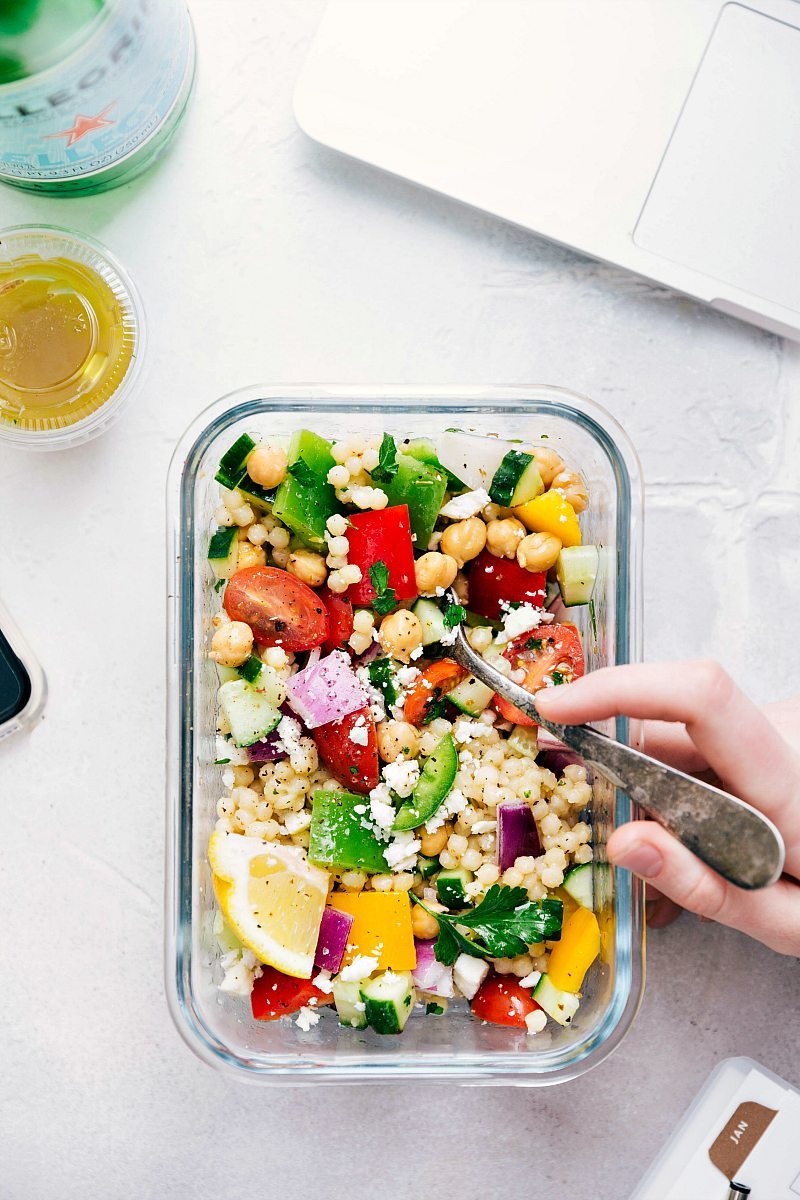 A delicious and healthy Greek couscous salad that everyone will go crazy for! (Meal prep options and tips included) via chelseasmessyapron.com | #healthy #salad #couscous #vegetables #vegetarian #Greek #delicious #easy #kidfriendly #quick #lunch #mealprep