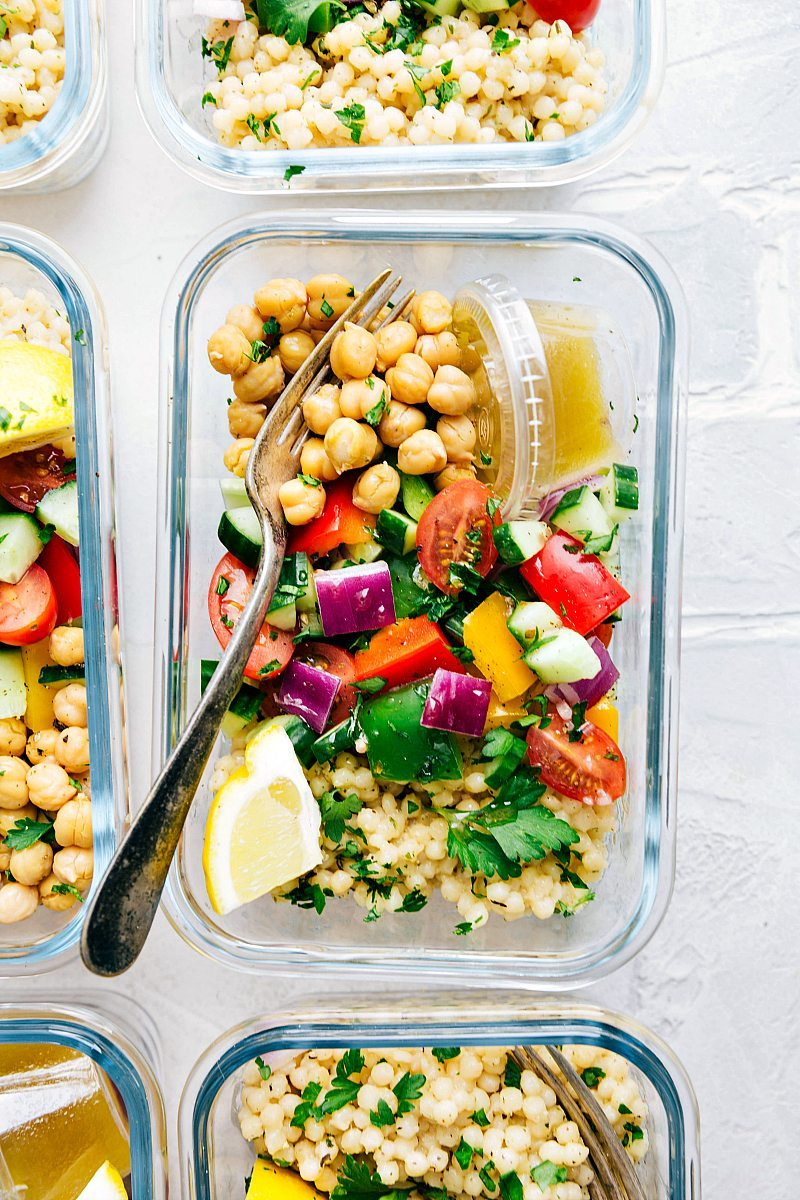 A delicious and healthy Greek couscous salad that everyone will go crazy for! (Meal prep options and tips included) via chelseasmessyapron.com | #healthy #salad #couscous #vegetables #vegetarian #Greek #delicious #easy #kidfriendly #quick