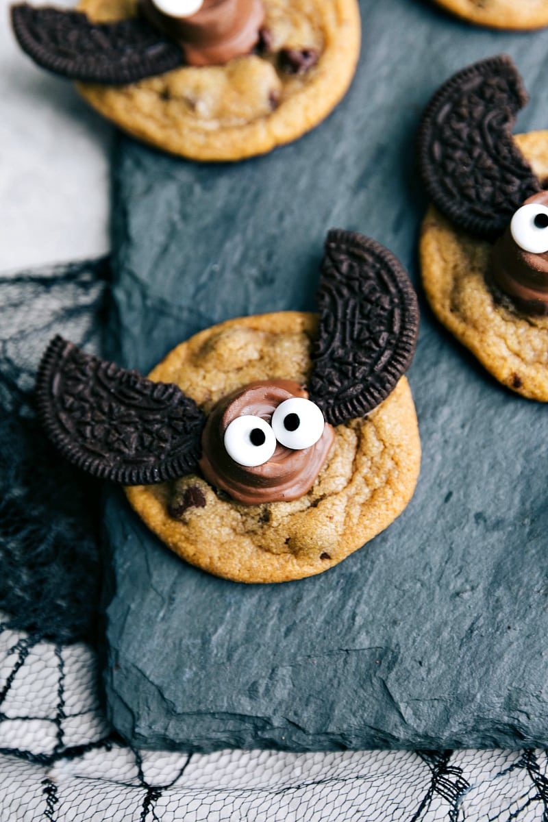 Only 4-ingredients to make these festive, fun, and most importantly DELICIOUS Halloween cookies! Plus instructions if you want to make these cookies from scratch ?