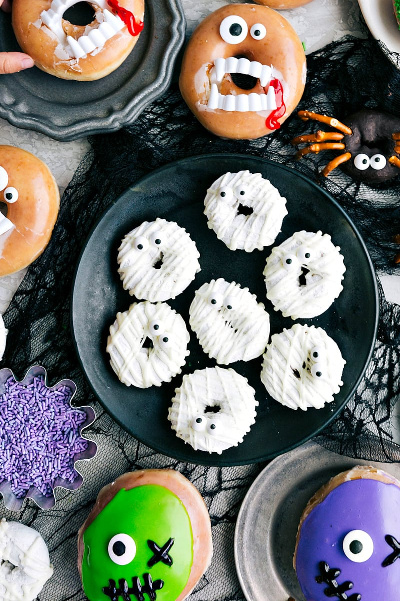 Image of the mummy Halloween Donuts on a plate.