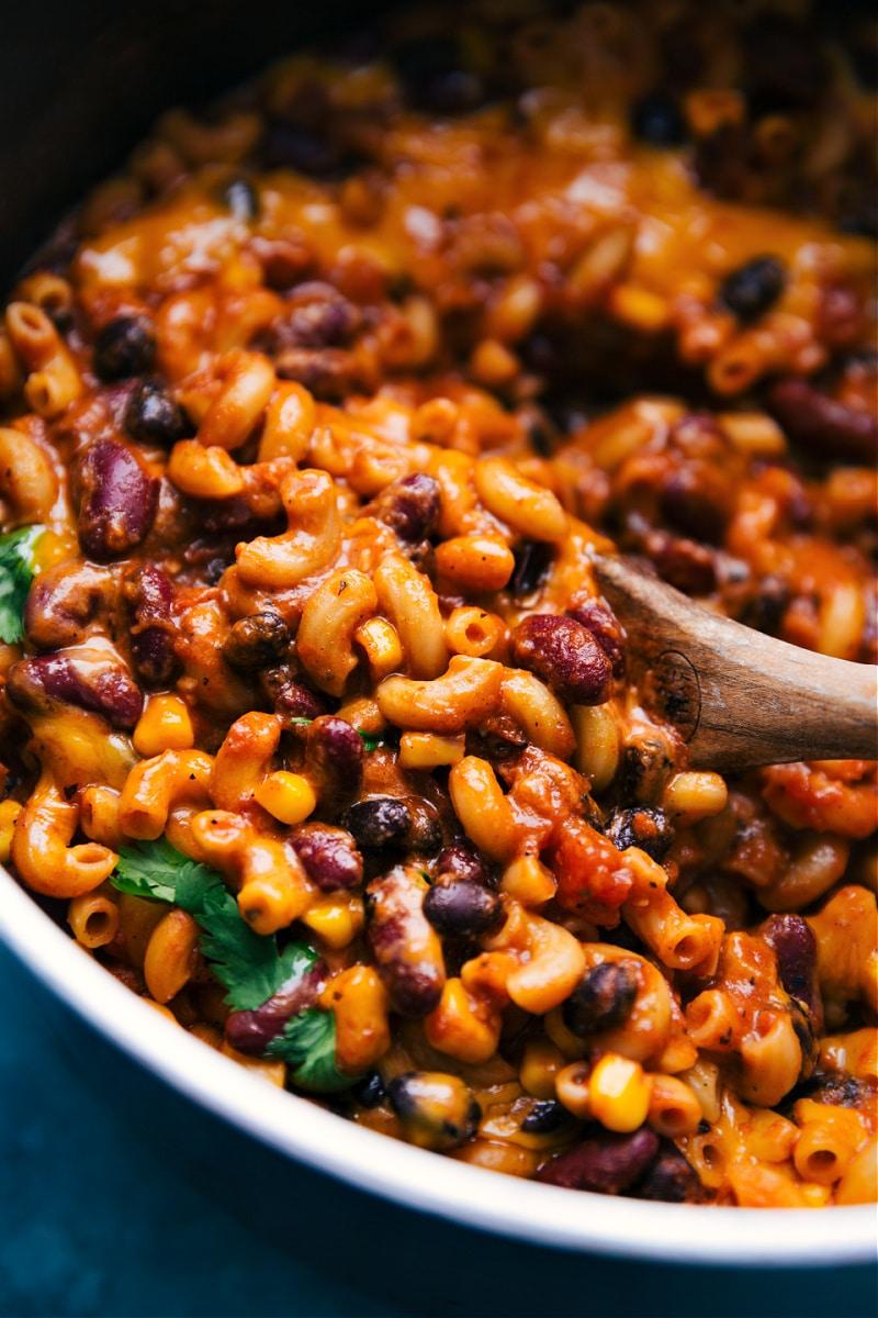 Vegetarian chili Mac in the pot