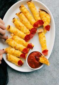 Cheesy Bread fingernails